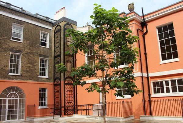 39-brook-street-courtyard