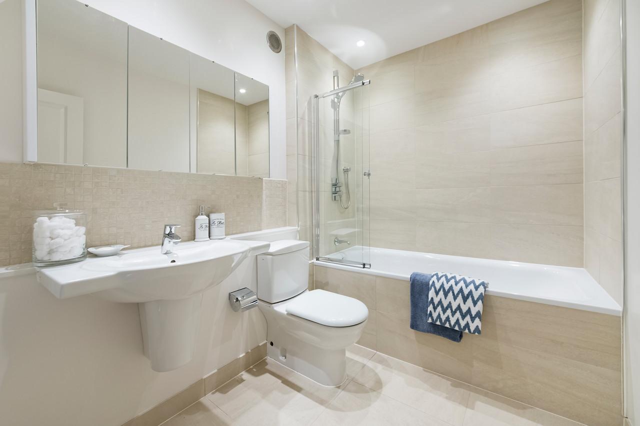 13 Adams Row Bathroom